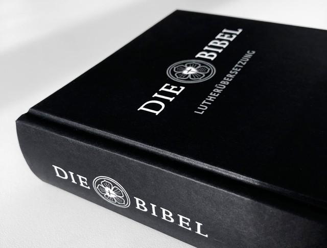 Die Bibel, Verlag:Deutsche Bibelgesellschaft Überzug: Papier,f.color glatt 400 schwarz